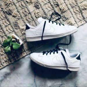 Nike Tennis Classic White Sneakers (8.5)